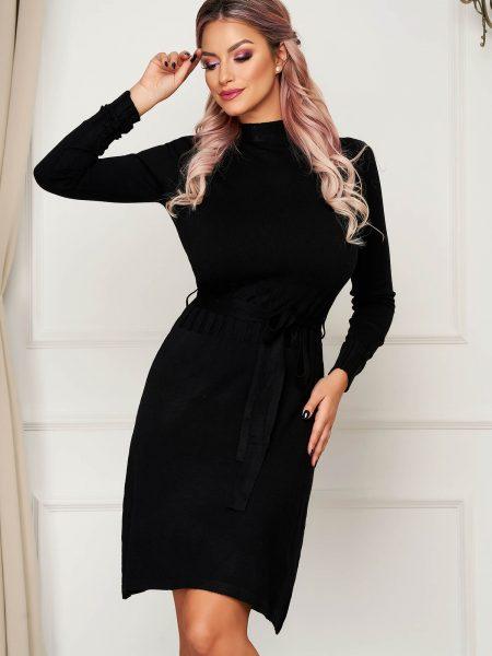 Rochie  neagra scurta tricotata de zi cu un croi drept pe gat