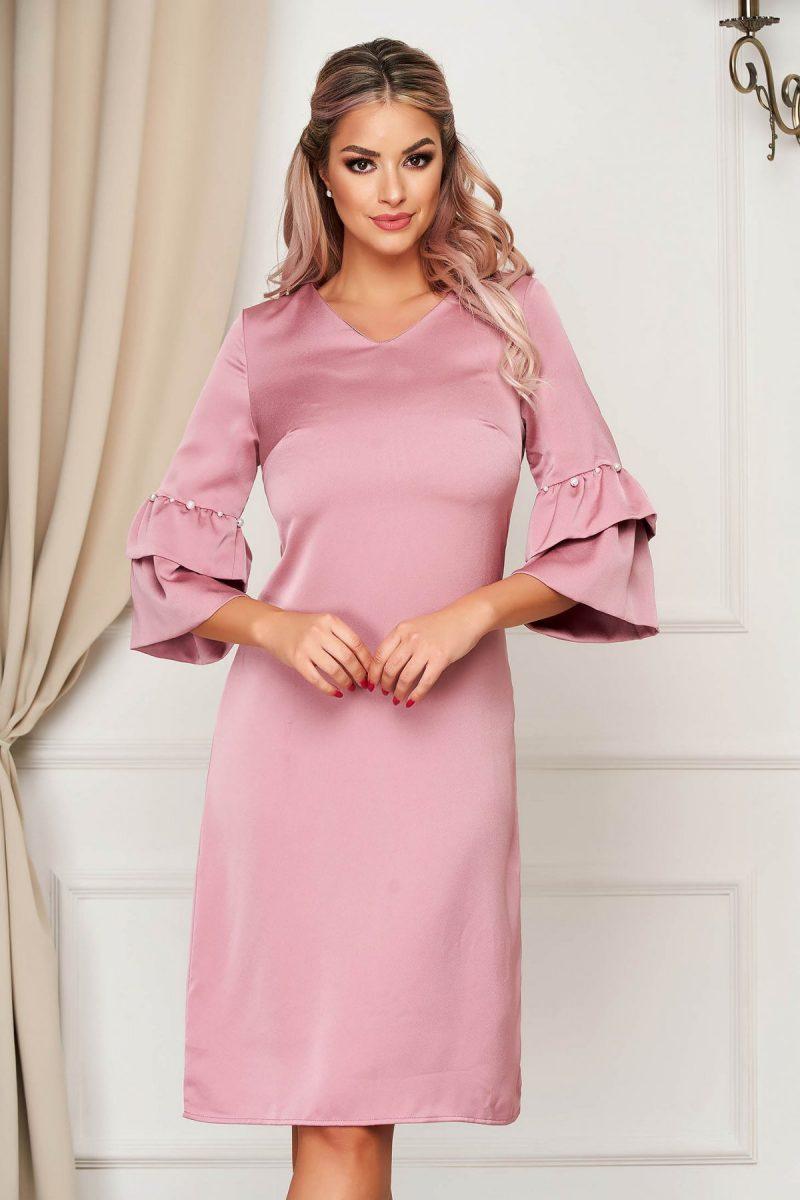 Rochie  roz deschis eleganta cu croi in a cu maneci clopot cu aplicatii cu perle