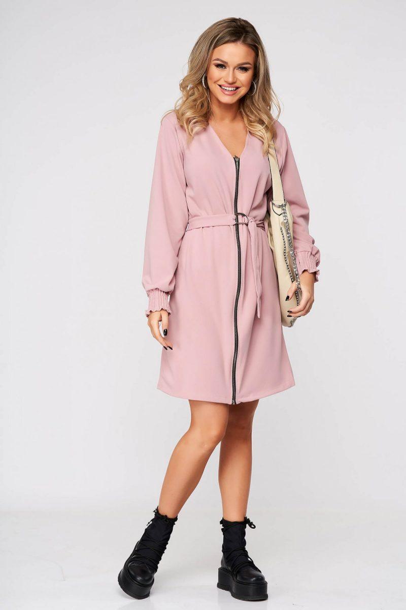 Rochie roz prafuit de zi cu un croi drept cu decolteu in v accesorizata cu cordon -