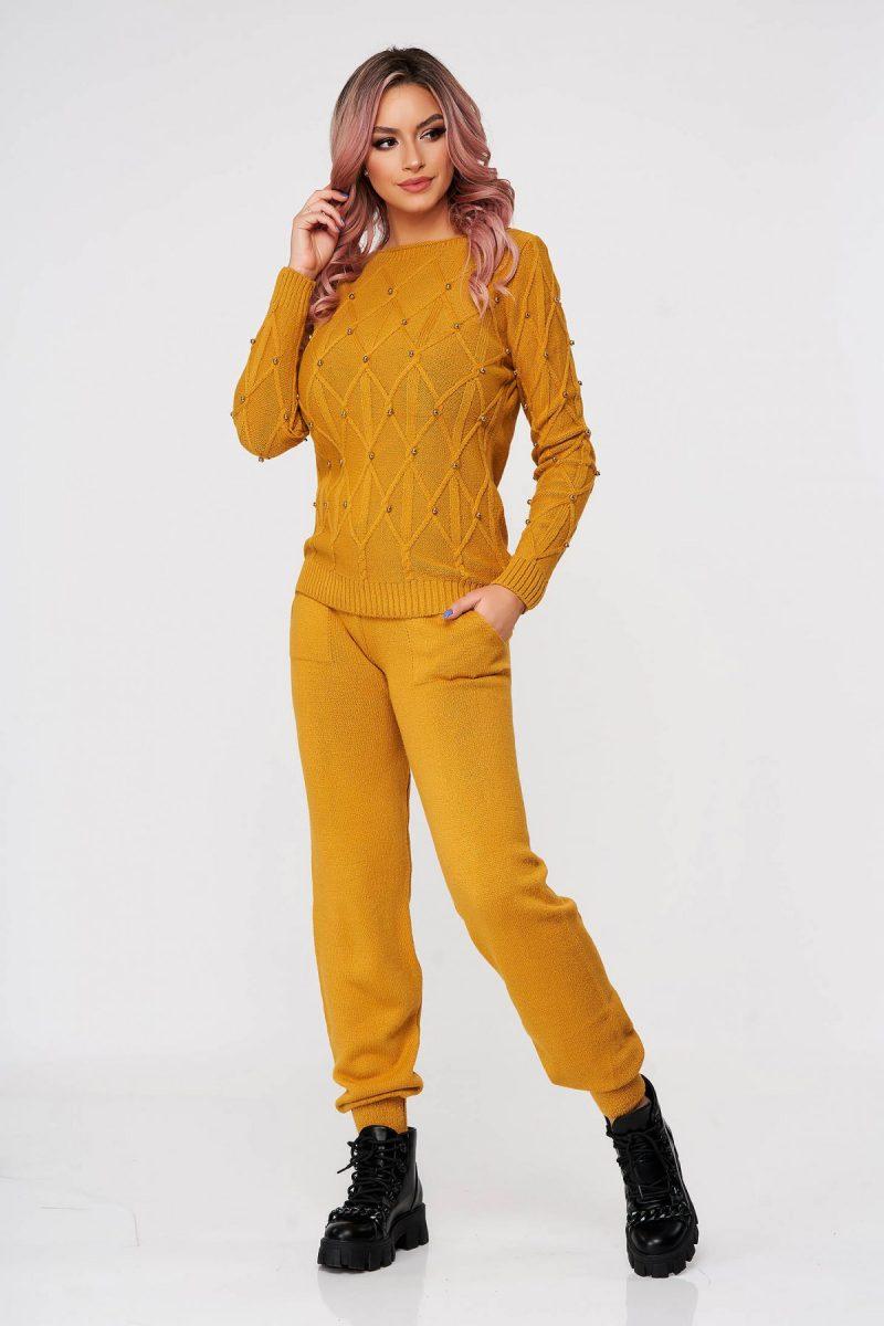 Trening dama mustariu casual tricotat cu croi larg din doua piese cu aplicatii cu perle -