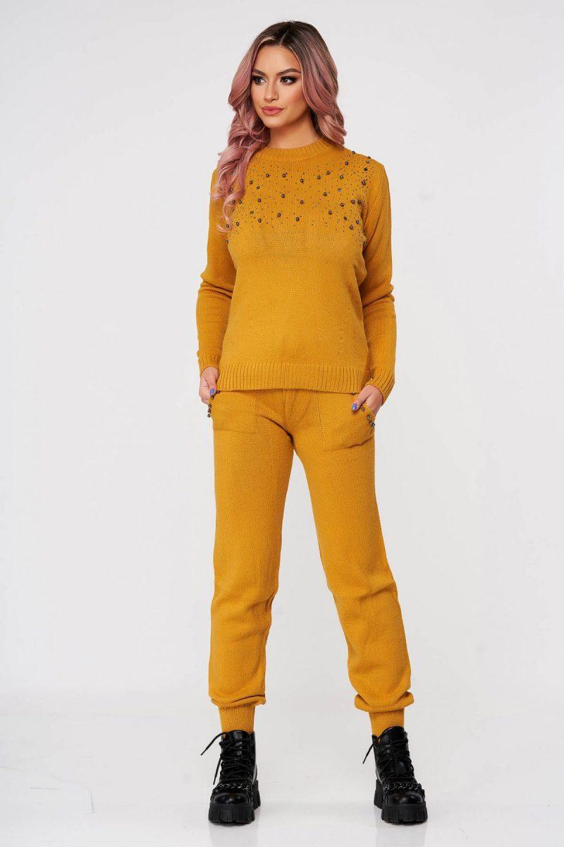Trening dama  mustariu tricotat din doua piese cu talie medie si aplicatii cu perle
