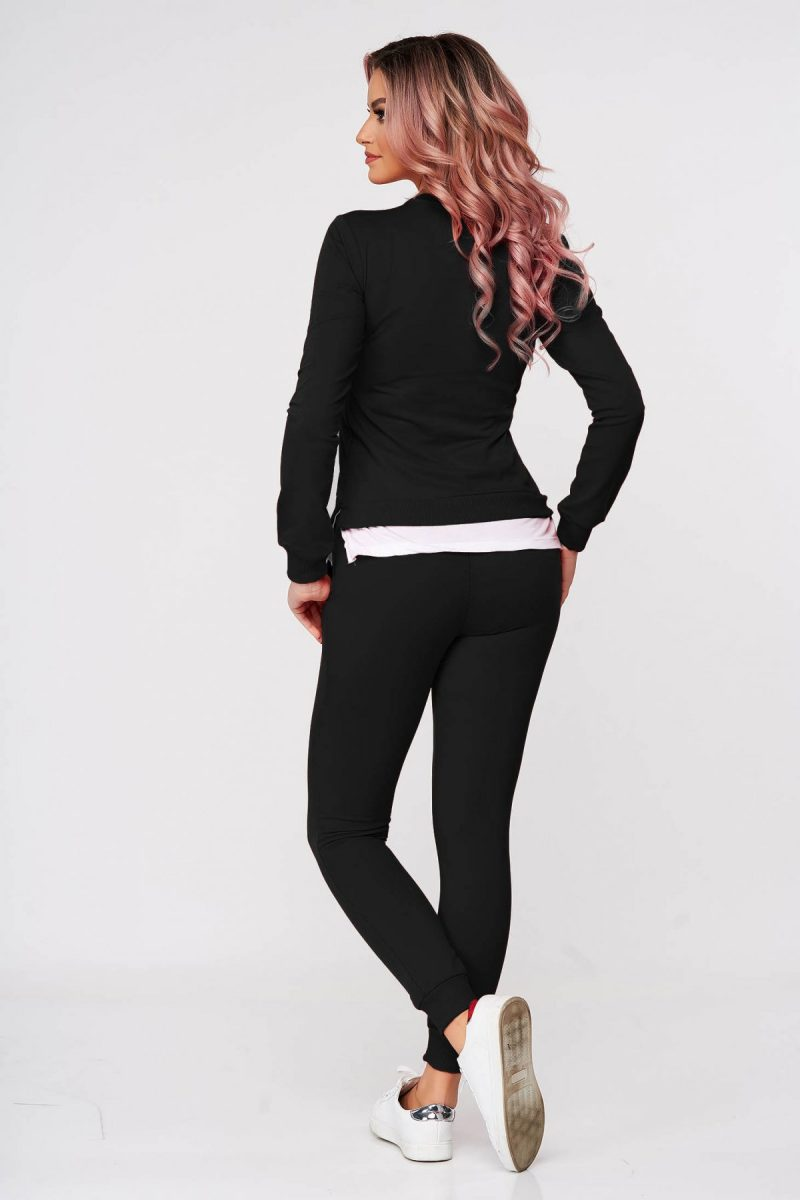 Trening dama negru din 2 piese cu pantalon din bumbac usor elastic cu croi larg si slit lateral -