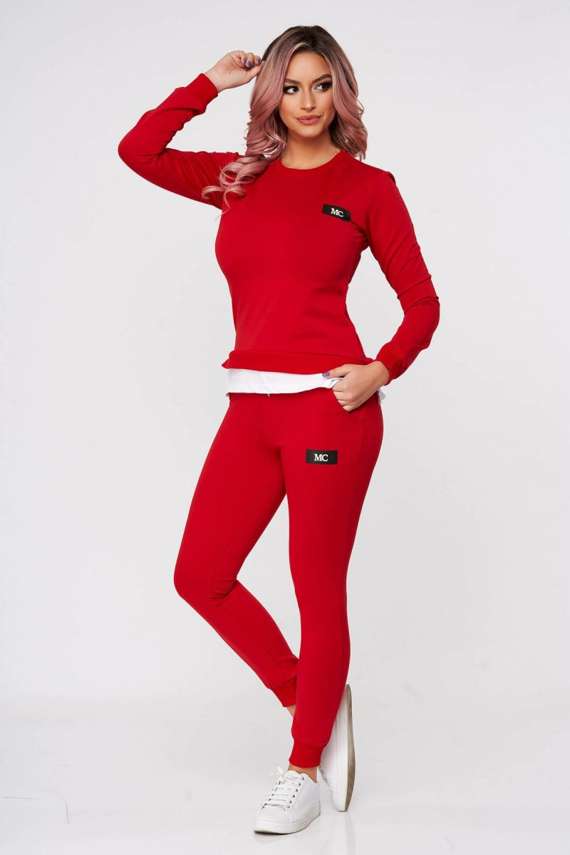 Trening dama rosu din 2 piese cu pantalon din bumbac usor elastic cu croi larg si slit lateral -